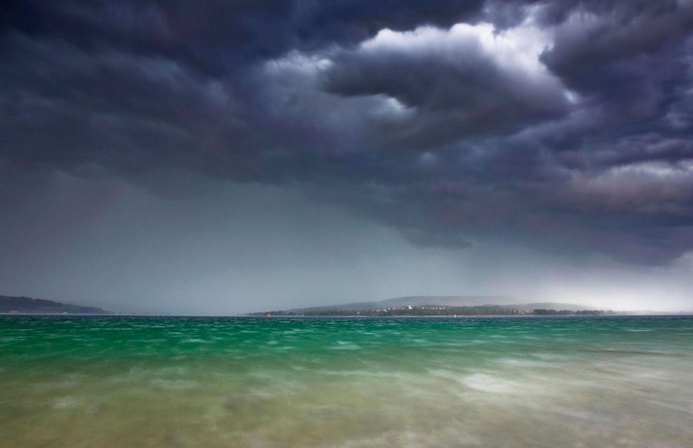 Gewittersturm am Bodensee mit Blick zur Halbinsel Höri