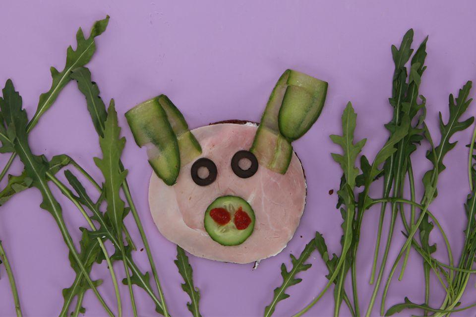Schweinchen-Gesicht aus Brot