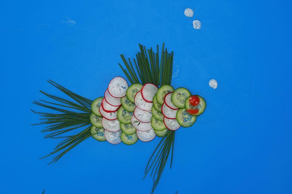 Fisch aus Radieschen und Gurken