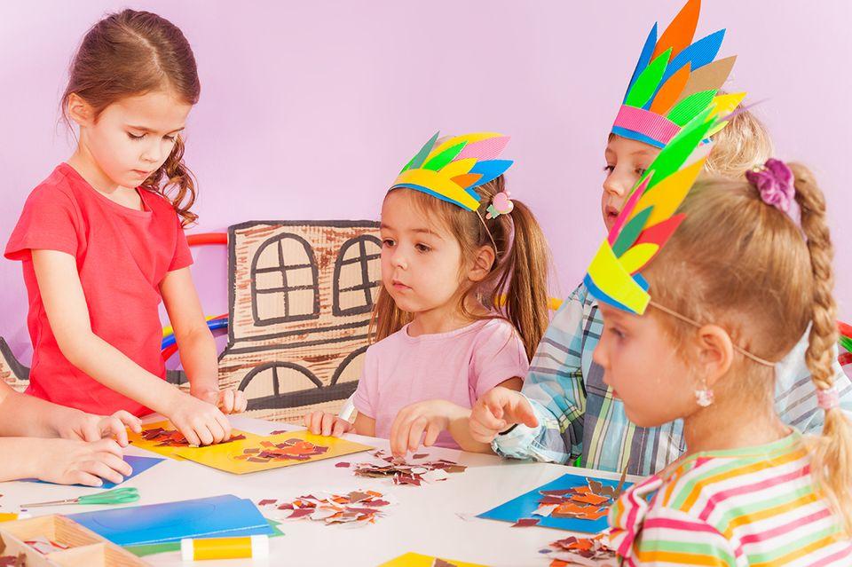 Kinder basteln Pappteller-Masken