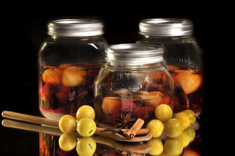 Obst in Alkohol einlegen