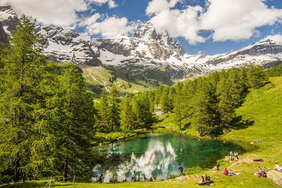 Der blaue See und das Matterhorn