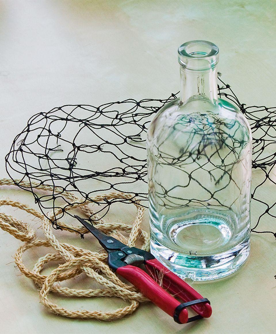 Flasche, Nestz und Seil