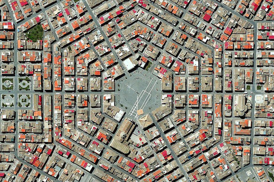 Die sizilianische Stadt Grammichele besitzt eine Wabenstruktur