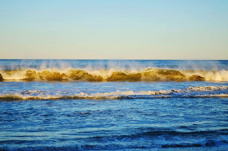 Sonnenstrahlen auf Ozeanoberfläche
