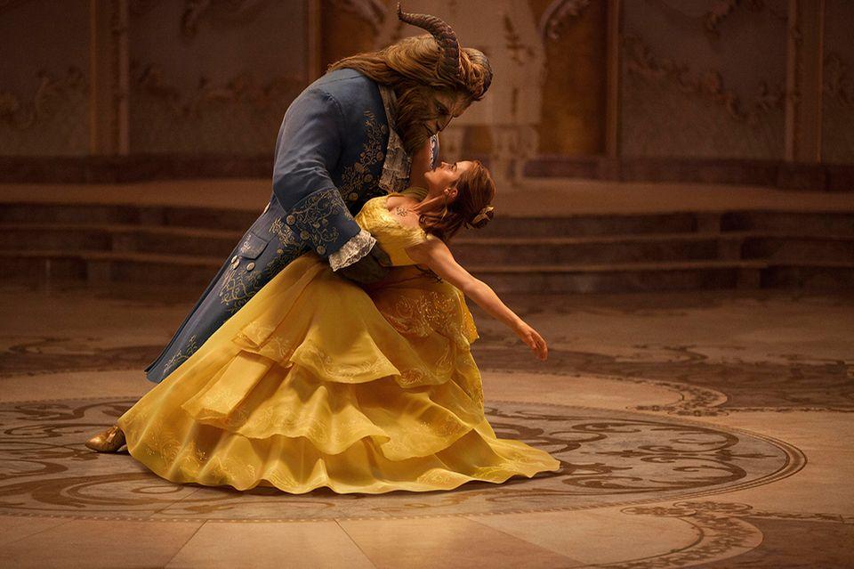 Die Schöne und das Biest tanzen