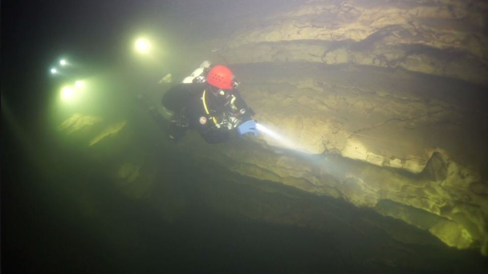 Höhlentaucher