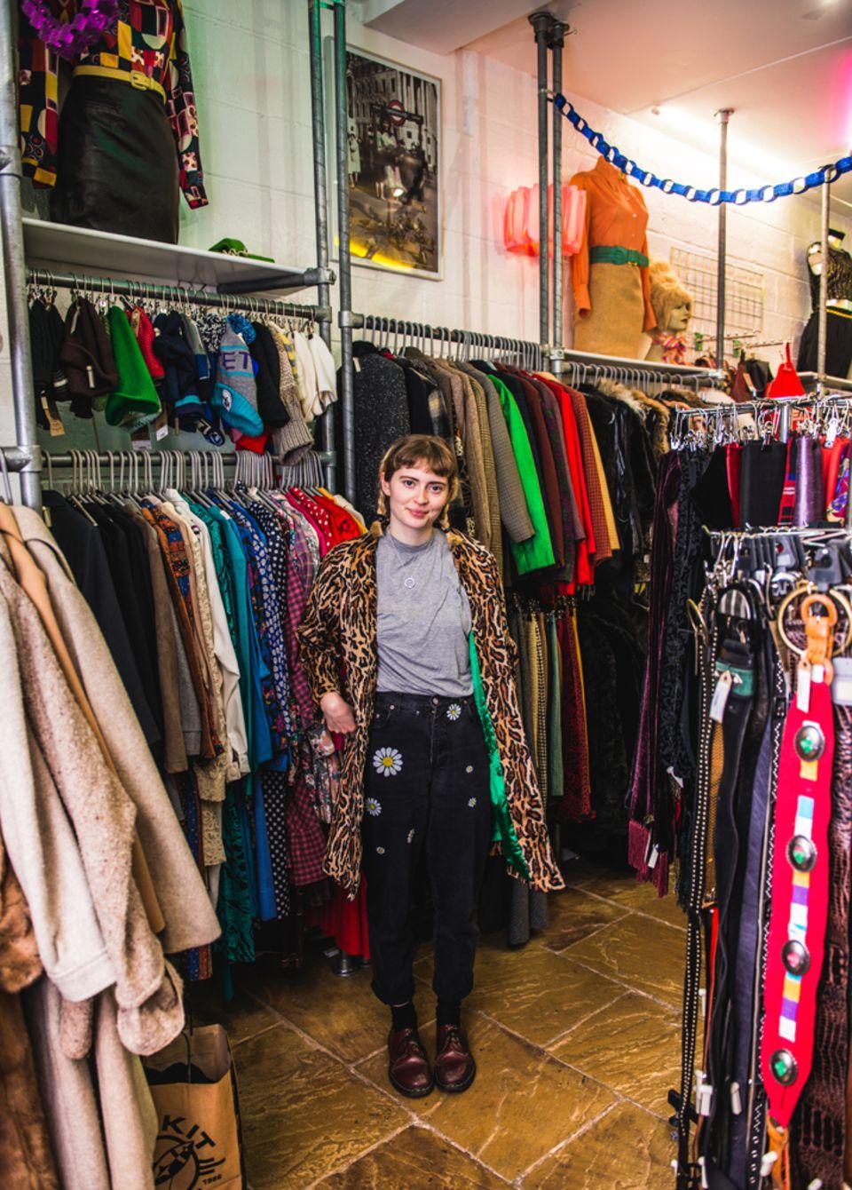 Sophie Slater im Rokit Clothing Shop, Brick Lane London