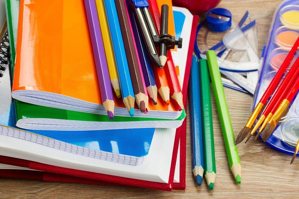 Stifte und Hefte für die Schule