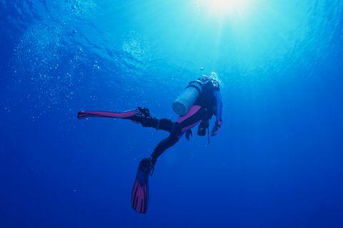 Taucher unter Wasser