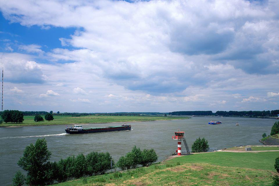 Blick von der Rheinbrücke, Wesel, Nordrhein-Westfalen, Deutschland