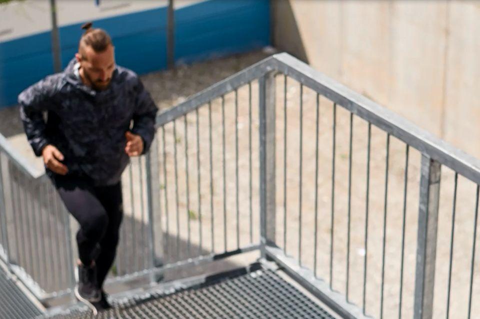 Läufer auf Treppe