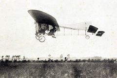1909, erste Ärmelkanalüberquerung mit dem Flugzeug von Lous Blériot