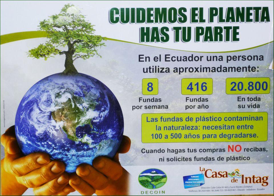 Ecuador: Mit diesem Plakat ruft DECOIN die Intag-Bewohner auf, auf Plastiktüten zu verzichten