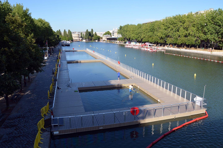 Schwimmbecken im Kanalbecken Bassin de la Villette, Paris