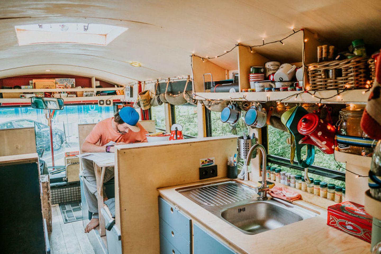 Küche und Wohnbereich rollendes Hostel