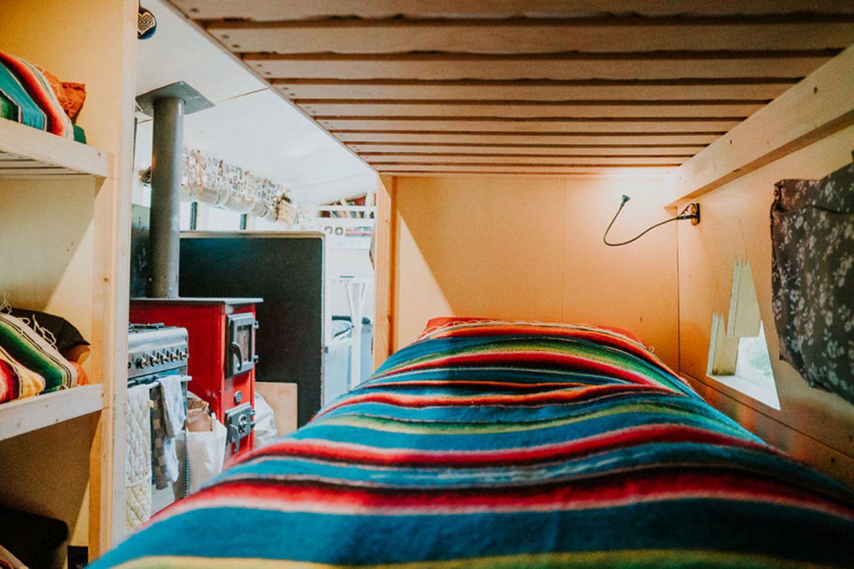 Bett im rollenden Hostel