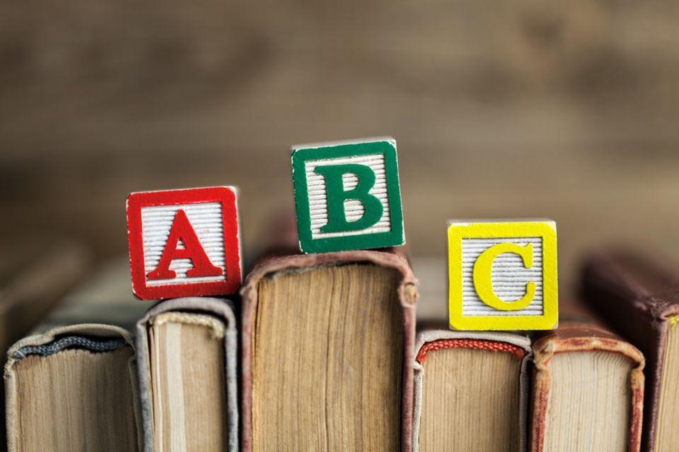 Buchstaben auf Büchern