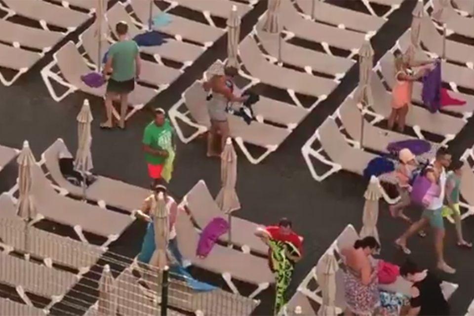 Liegen am Pool auf Gran Canaria