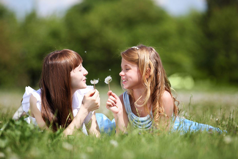 Mädchen auf der Wiese