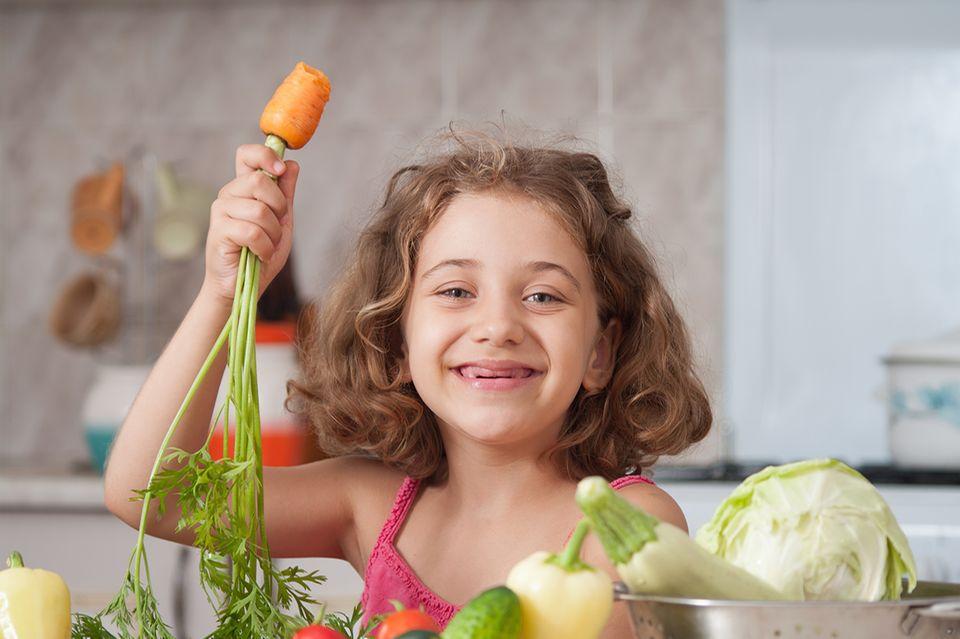 Mädchen beim Kochen