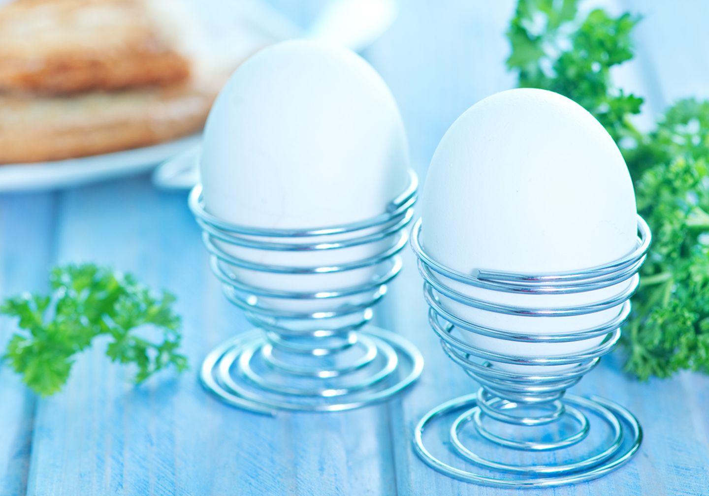 Eier in Eierbecher
