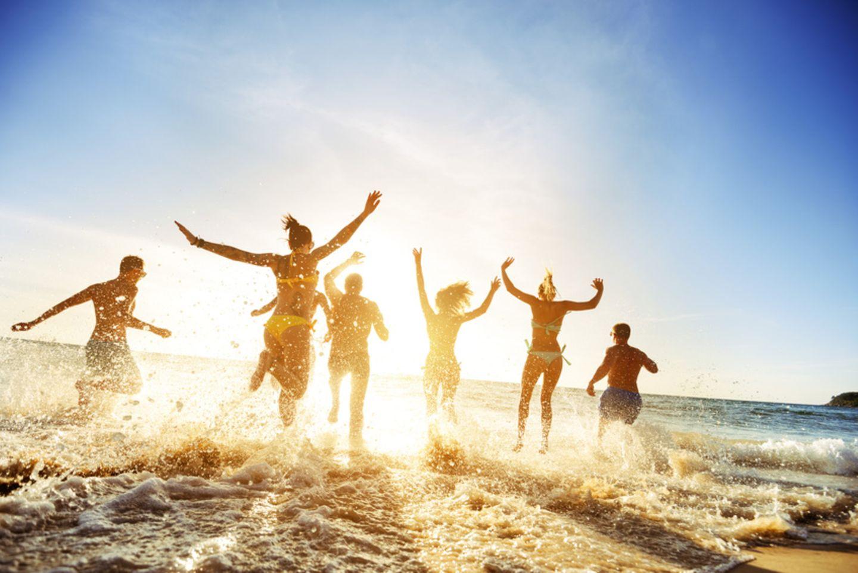 Gruppe Menschen am Strand