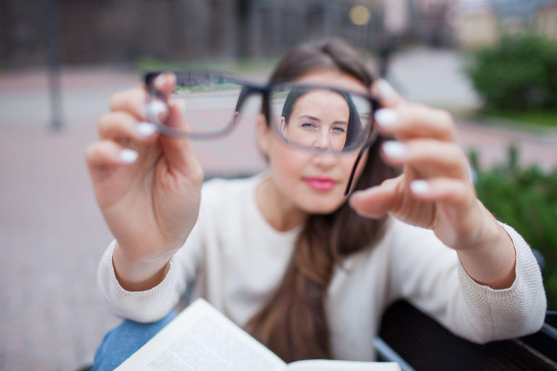 Frau, Brille