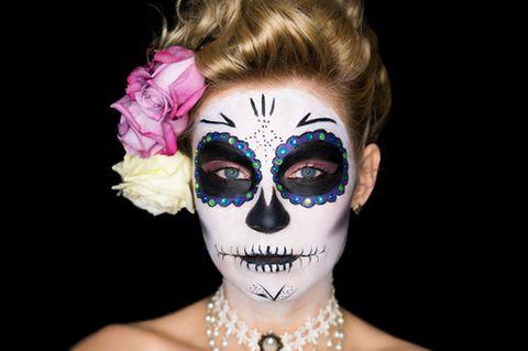 Geschminkte Frau am Tag der Toten