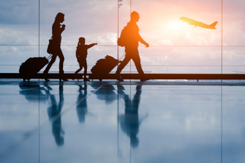 Familia am Flughafen