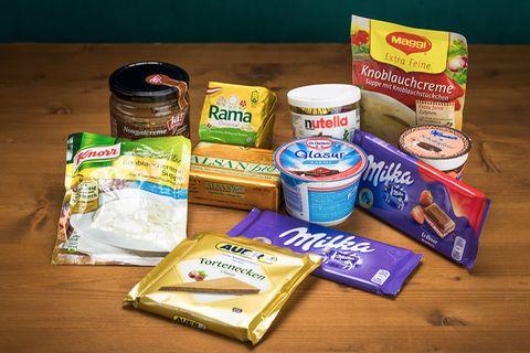 Lebensmittelsicherheit: Schadstoffe im Palmöl: Diese Produkte nahm Greenpeace in Österreich unter die Lupe. Drei der gezeigten Produkte (Nougatcreme von Ja! Natürlich, Schokoglasur für Sachertorte von Manner und Alpenmilch-Schokolade von Milka) enthalten kein Palmöl. Die palmöl-freien Produkte wurden deshalb in den Test aufgenommen, um Vergleichswerte zu erhalten