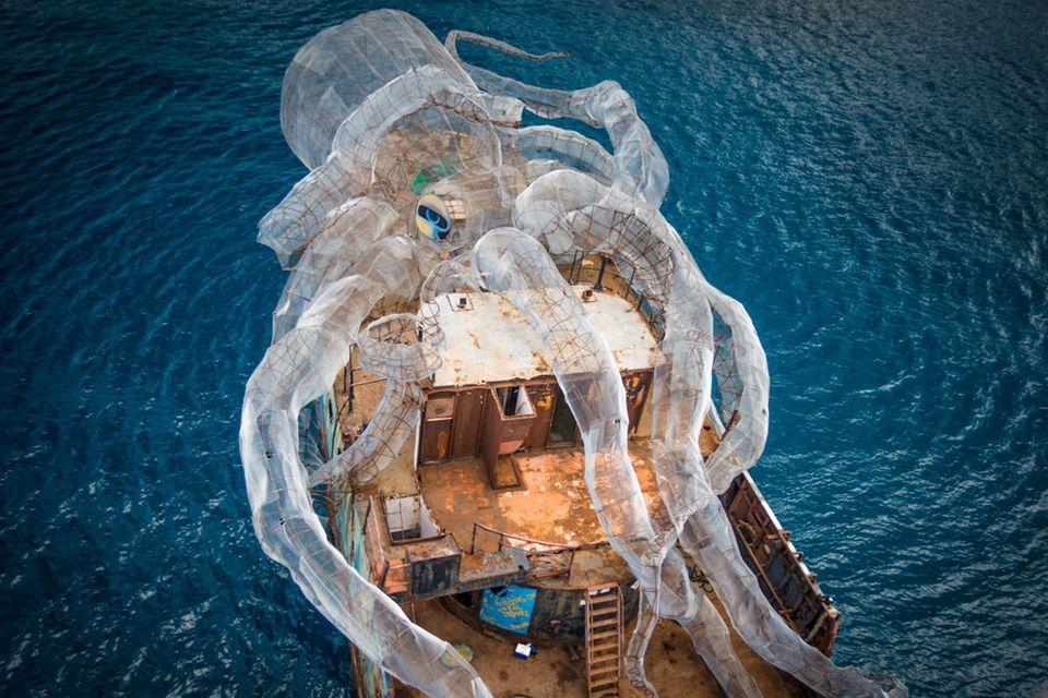 Krake auf Schiff