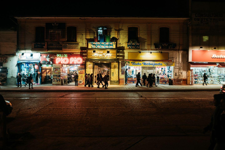 Straße am Abend in Peru