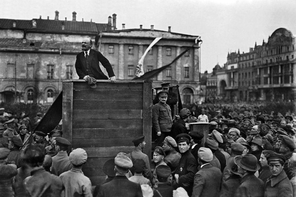 Lenin hält eine Rede