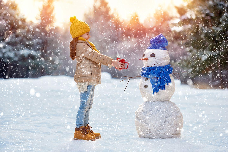 Mädchen und Schneemann