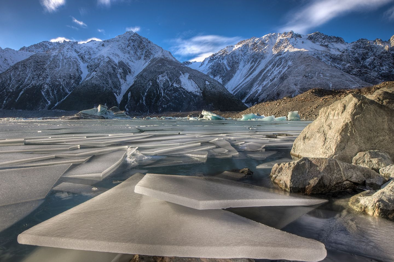 Eisschollen vor dem Tasman Gletscher im Mount Cook National Park