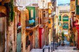Bunte Holzerker in den Straßen von Valletta