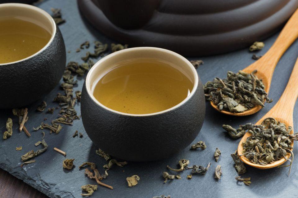 Grüner Tee in Tassen