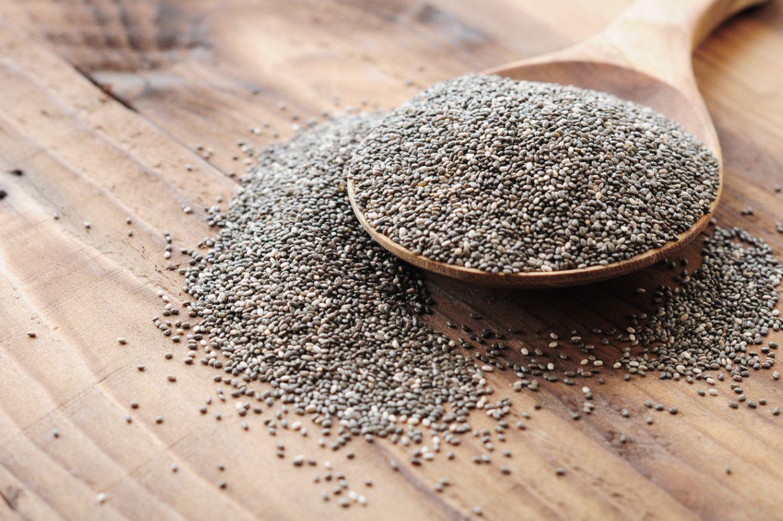 Chia Samen auf Holzlöffel