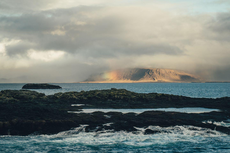 Regenbogen über Island