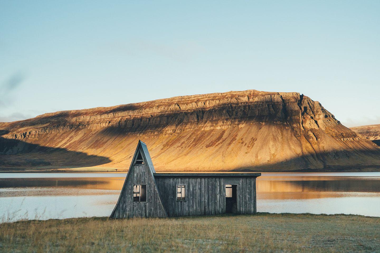 Holzhaus in den Westfjorden