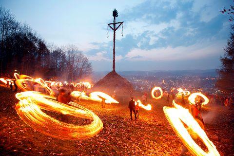 Traditionelles Osterfeuer auf 7 Hügeln rund um Attendorn, Sauerland