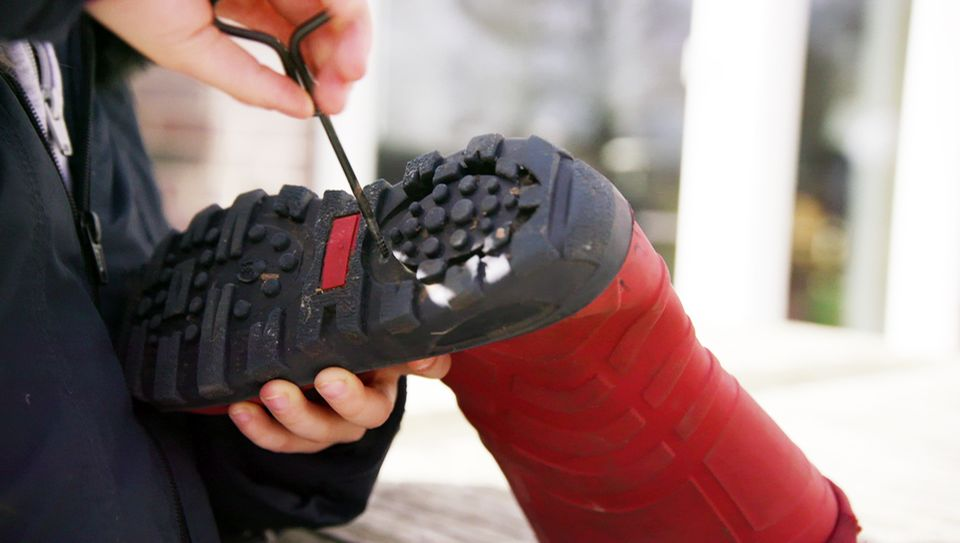 Löcher in den Schuh bohren
