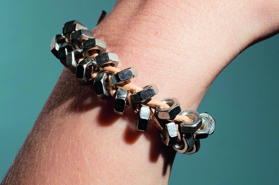 Armband aus Muttern