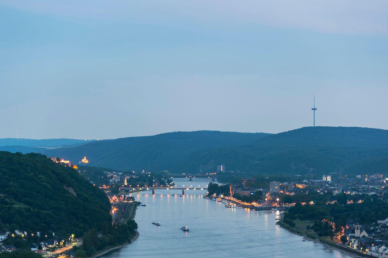 Blick den Rhein und Schloss Stolzenfels