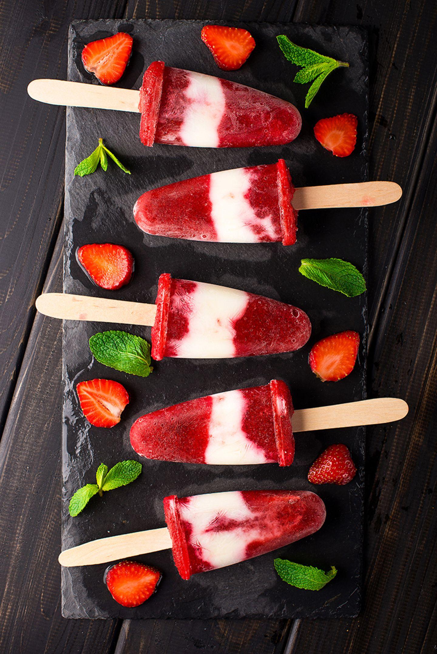 Erdbeer-Joghurt-Eis am Stiel
