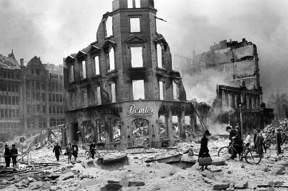 Die zersörte Bergstrasse in Hamburg, 1943
