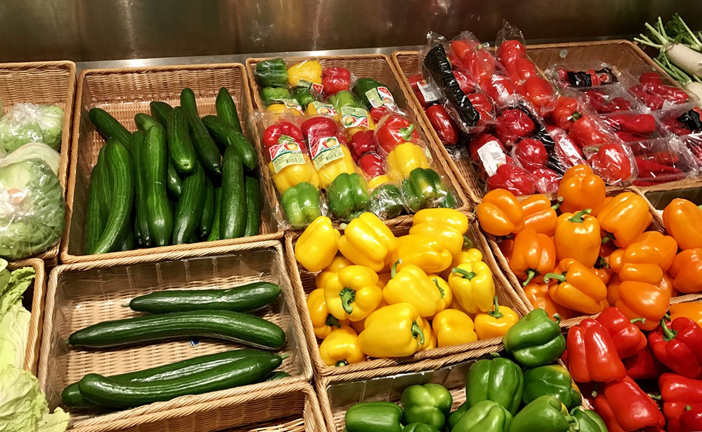 Gemüse im Supermarktregal