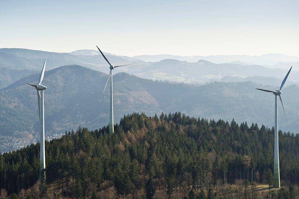 Luftaufnahme von Windrädern am Rosskopf, Freiburg im Breisgau