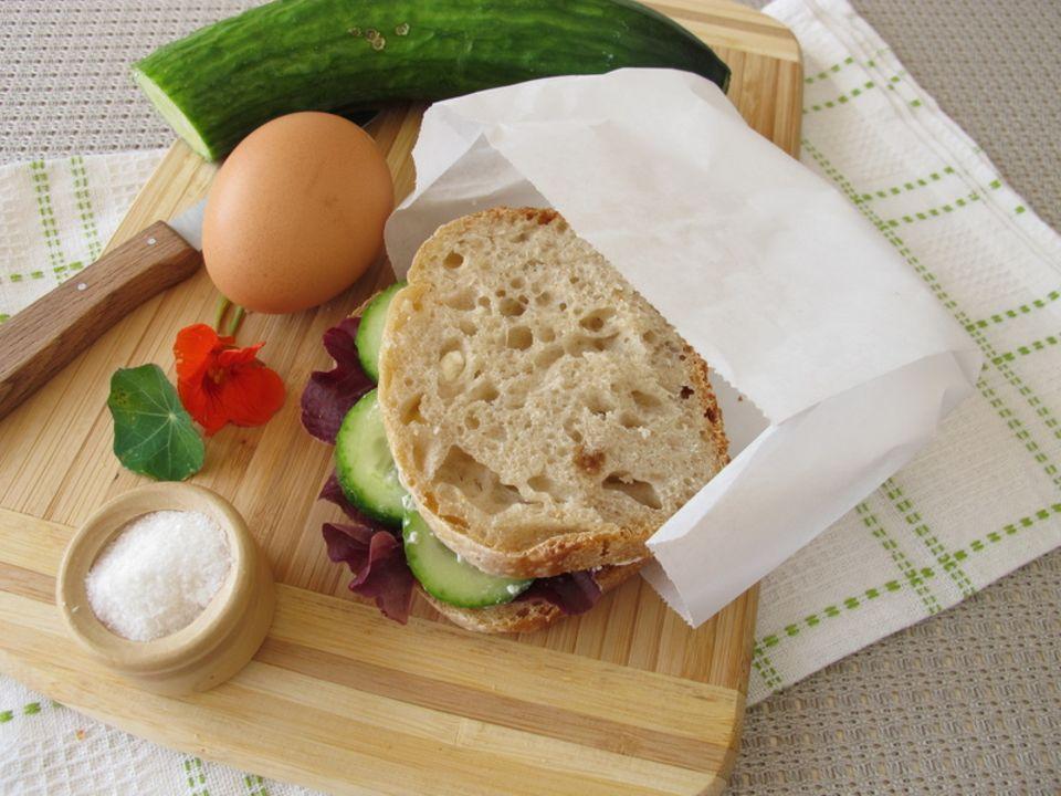 Belegtes Brot im Butterbrotpapier